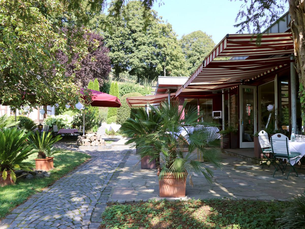 Haus Stolzenbach, Lohmar - Terrasse und Garten